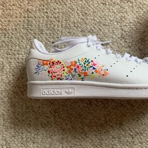 Adidas Stan Smith with flowers